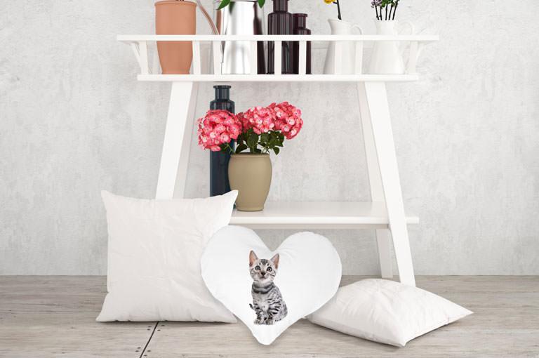 Gestalten Sie jetzt Ihr Herz-Kissen online!